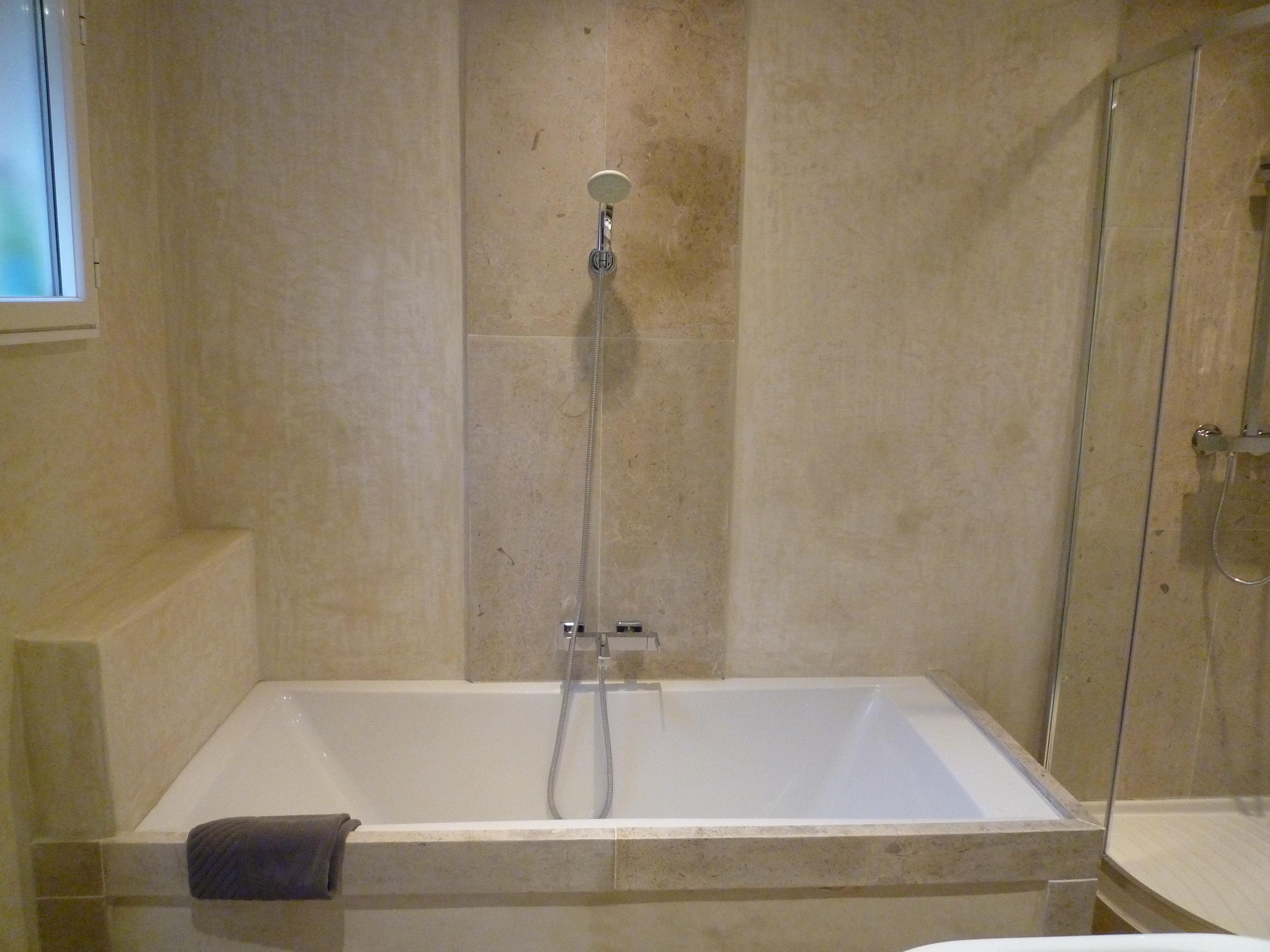 Salle de bain suisse karea creation - Salle de bain a la chaux ...